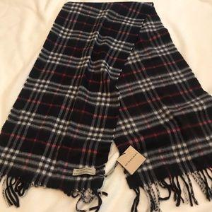 NWT Burberry 100% cashmere scarf